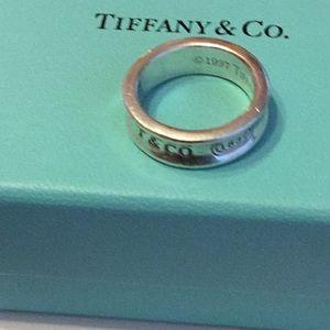 Tiffany &Co Approximately size 7 EUC Sharp Classic